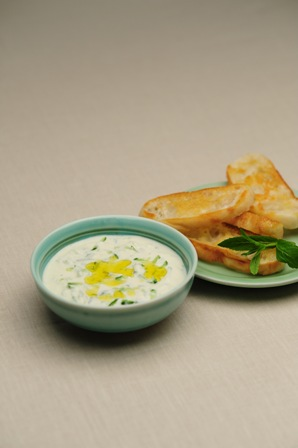 Greek-style Yoghurt Dip with Cucumber and Mint